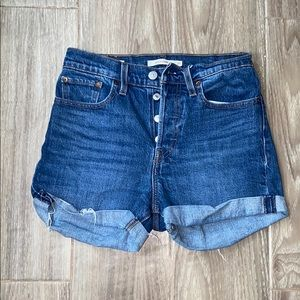 Levi wedgie Jean shorts
